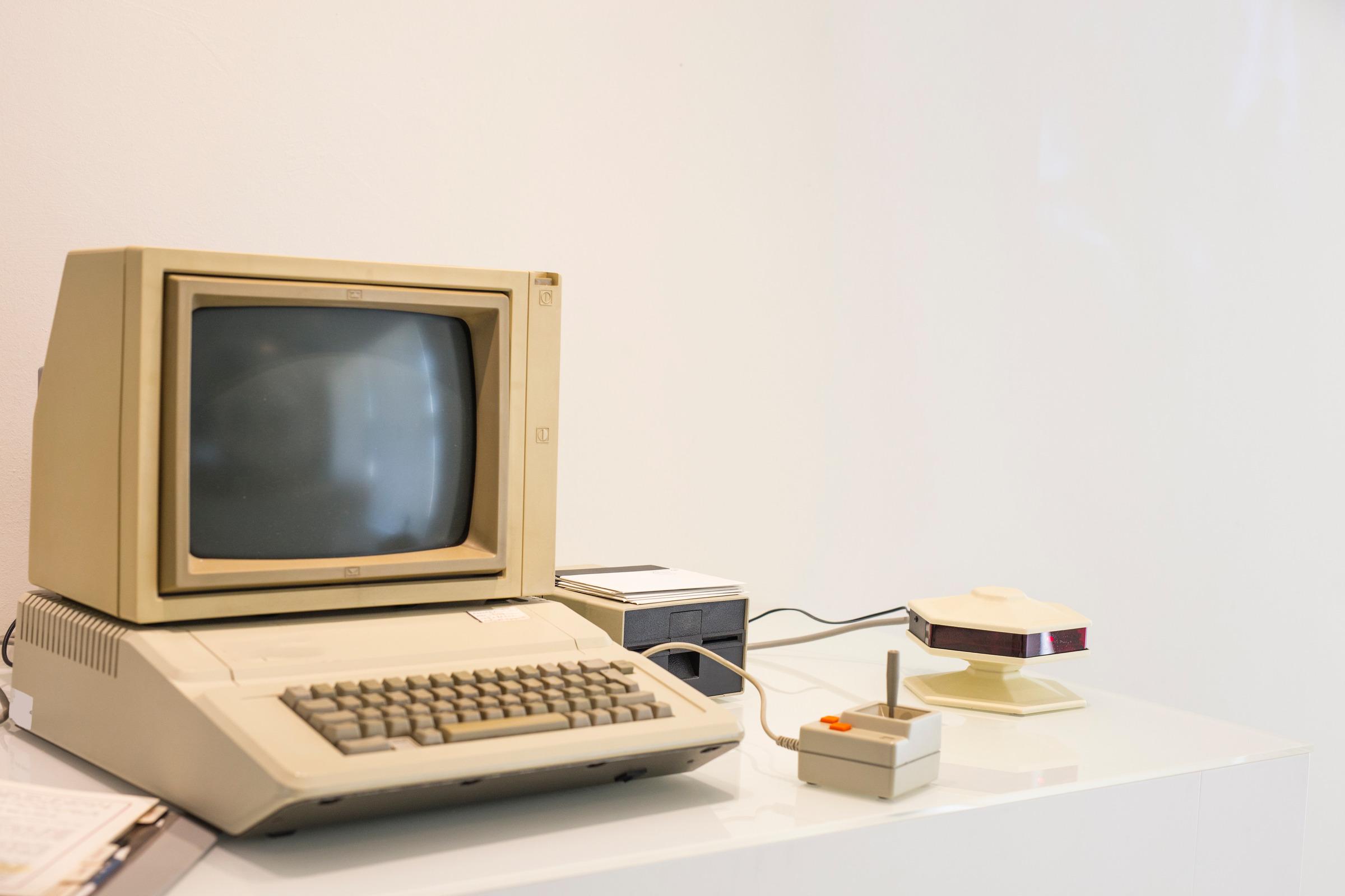 computer vintage  apple machintosh IIe